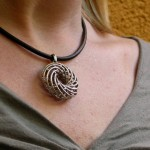 go_helix_necklace_use_04