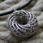 go_helix_necklace_zoom