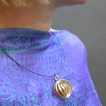 go_orbit_necklace_use_03