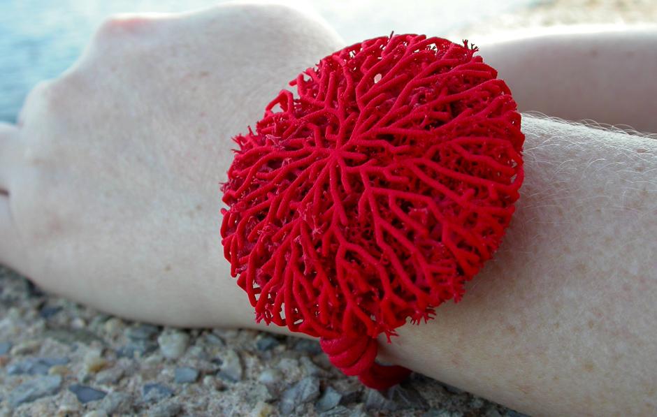go_coral_bracelet_use_04