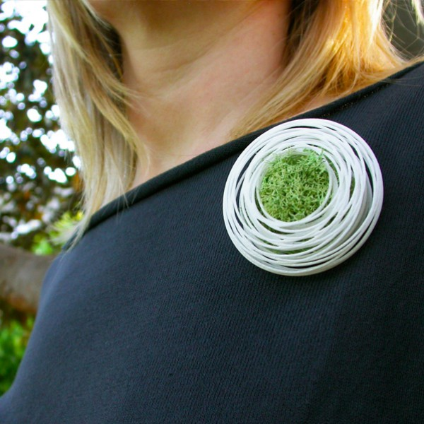 go_nest_brooch_use_03
